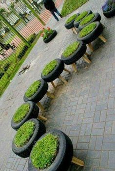 Mobiliario urbano con neumáticos, lo que se podrían ahorrar los ayuntaminetos en maceteros.