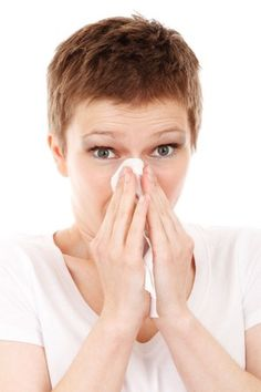 Allergies with congestion and a stuffy nose from pollen or a cold getting you down? Here are some home remedies to clear your congestion and stuffy nose. Natural Cures, Natural Health, Natural Life, Natural Hair, Natural Treatments, Natural Living, Infection Des Sinus, Blocked Nose, Body Fitness