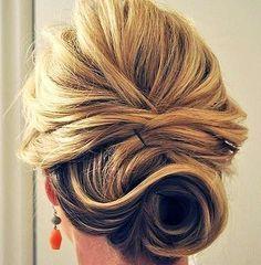 Účes na ples – 4 kroky a máš hotovo via @akademiakrasy Long Hair Styles, Side Buns, Chic, Beauty, Hairstyles, Fashion, Weddings, Shabby Chic, Haircuts