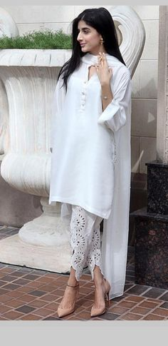 Simple and elegant Pakistani Outfits, Indian Outfits, Pakistani Clothing, Trendy Dresses, Casual Dresses, Salwar Kameez Simple, Classy Suits, Nice Suits, Salwar Designs