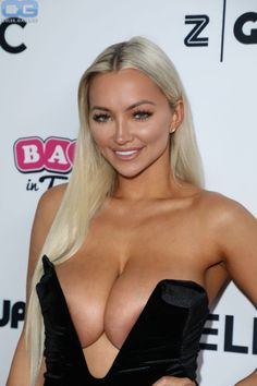 Braless blonde Lindsey Pelas huge boobs attends the annual Babes in Toyland Pet Edition Fundraiser at the Avalon Hollywood in Los Angeles, Busty Playboy model and social media star Lindsey Pelas wore a black dress with plunging neckline. Nicole Eggert, Lindsay Pelas, Bellisima, Gorgeous Women, Beautiful, American Actress, Sexy Dresses, Playboy, Boobs