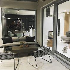 """Architect's Home in 🇫🇮 sanoo Instagramissa: """"Tätä vaihetta odotin koko rakennusajan kuin kuuta nousevaa. Kun pääsee laittamaan uudet ja vanhat kalusteet paikoilleen ja alkaa näkemään…"""" Oversized Mirror, Furniture, Instagram, Home Decor, Decoration Home, Room Decor, Home Furnishings, Home Interior Design, Home Decoration"""