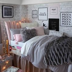 25 Cozy Bedroom Decor Ideas that Add Style & Flair to Your Home - The Trending House Cozy Bedroom, Bedroom Sets, Modern Bedroom, Bedroom Wall, Bedroom Decor, Master Bedroom, Contemporary Bedroom, Master Suite, Bedroom Beach