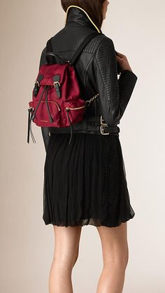 Vermelho bandeira Mochila The Rucksack pequena de nylon e couro impermeáveis - Imagem 2