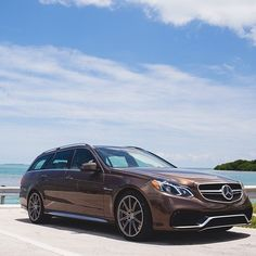 It doesnt just set the standard for wagons. It keeps raising it. Mercedes E Class Estate, Mercedes Benz Classes, E63 Amg Wagon, Maybach Car, Merc Benz, Benz E Class, Mercedes Benz Cars, Car Engine, Station Wagon