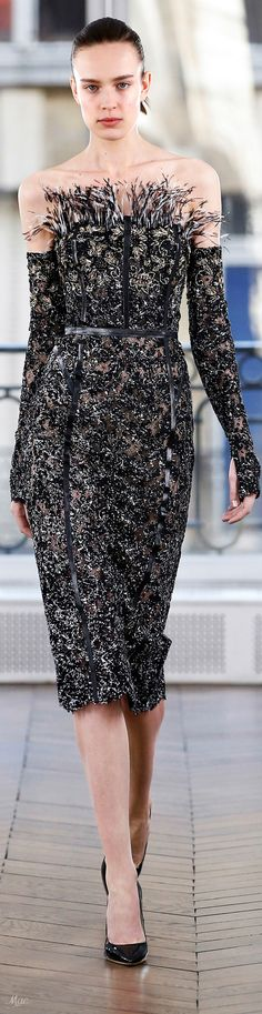 Fall 2018 Ralph & Russo Emmaruth Lee would wear this with her Jasonlee. Couture Week, Haute Couture Fashion, Ralph Lauren, Ralph & Russo, Cocktail Gowns, Fashion 2018, Couture Dresses, Designer Collection, Cocktail Dresses