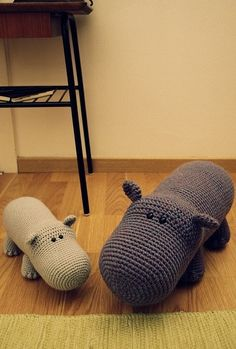 Hippo-Love the Amigurumi Animals! Fun to Crochet for me! Crochet Hippo, Crochet Diy, Crochet Amigurumi, Crochet Animals, Crochet Crafts, Crochet Dolls, Yarn Crafts, Learn Crochet, Knitting Projects