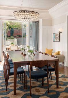 geometric dining room rug with modern crystal chandalier