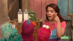 Telly, Elmo, and Rosita are having fun helping their friends out by using all of their five senses. When Leela loses a glove, they use their eyes to find it. Five Senses Preschool, Kindergarten Units, Cc Cycle 3, My Father's World, Science Classroom, The Unit, Homeschooling, Elmo, Street