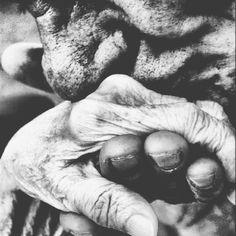 """""""Δε μπορούμε να ζήσουμε τίποτα, εκτός από την παρούσα στιγμή, δε μπορούμε να ζήσουμε σε κανένα άλλο δευτερόλεπτο του χρόνου, και το να κατανοήσουμε αυτό το πράγμα είναι όσο πιο κοντά μπορούμε να φτάσουμε στην αιώνια ζωή"""". #TheChildrenOfMen 📚 P.D. James  #Pensamientos #Mood"""