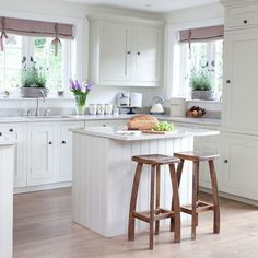 simple Country Style Kitchens | Shaker style breakfast bar