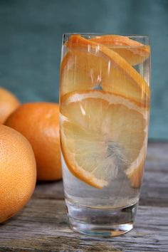 Since plain water can get a little boring, we're all about making fruit water. Thanks to this photo, we'll never go about making it the same way again.