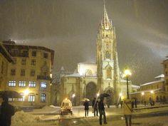 ✔ Hoy Oviedo nevado La catledral con  frío y nieve. febrero 2015