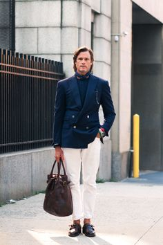 EVP & Creative Director John Wrazej merges Gatsby go-to-hell preppiness and rugged classicism for a look all his own yet completely Ralph Lauren. American Casual, Ivy Style, Men's Style, Ralph Lauren, Classic Man, Sport Casual, Gentleman Style, Casual Elegance, Stylish Men