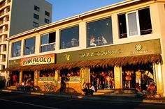 Pakalolo is a Carribean style Bistro / Bar that offers Mexican cuisine along with entertainment in the form of live music and comedy evenings. Restaurant Tables, Cape Town, Cool Places To Visit, Old Houses, The Good Place, Restaurants, Entertainment, Spaces, Explore
