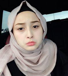 See More – Hijab Fashion 2020 Casual Hijab Outfit, Hijab Chic, Hijabi Girl, Girl Hijab, Beautiful Muslim Women, Beautiful Hijab, Muslim Fashion, Hijab Fashion, Hijab Makeup