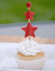 Celebrating: Simple 4th of July Cupcake toppers. #summer #4thofJuly #patriotic #USA