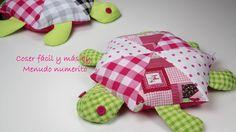 Tutorial para hacer un muñeco de trapo en forma de tortuga paso a paso. Encontrarás los patrones en http://www.menudonumerito.com/2015/09/como-hacer-una-tort...
