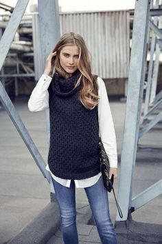 What's Trending In Knitwear Fashion 2019 Ärmelloser Pullover, Pullover Outfit, Western Outfits, Fall Winter Outfits, Autumn Winter Fashion, Fall Fashion, Vest Outfits, Casual Outfits, Style Working Girl