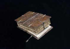 A Very Rare Book Opens 6 Different Ways, Reveals 6 Different Books - Book binding has seen many variations, from the iconic Penguin paperbacks to highly unusual examples like this from late 16th century Germany.