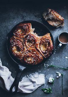 Cinnamon Buns Cake With Almond Paste and Vanilla Custard (Butterkaka) | 17…