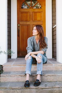 The 3 Easiest Outfit Formulas Everyone Should Master This Fall via Formula Cardigan + Jeans + Loafers Casual Skirt Outfits, Simple Outfits, Fall Outfits For Work, Fall Winter Outfits, Loafers Outfit, Fall Fashion 2016, Winter Fashion, Professional Outfits, Weekend Wear