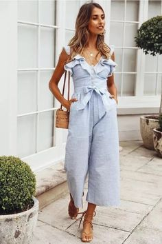 30 Trendy Summer Jumpsuit Ideas 2019 - The jumpsuit has been around for a long time. It was a disco outfit in the seventies and in the eighties was depicts as a kettle suit. A year ago an u. Blue Jumpsuits, Jumpsuits For Women, Spring Summer Fashion, Spring Outfits, Jumpsuit Outfit, Summer Jumpsuit, Striped Jumpsuit, Jumper Outfit Jumpsuits, Jumper Pants