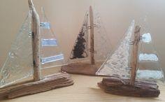 Fundido vidrio y madera de barco de vela