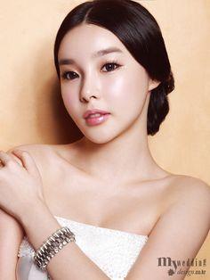 My wedding_ Fall in your eyes Natural Brows, Natural Makeup, Glossier Pink, Bridal Stores, Asian Makeup, Winged Eyeliner, Pink Lips, Bridal Looks, Bridal Makeup