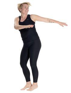 Kom i super form: Nemt træningsprogram, der kun tager 12 minutter Senior Fitness, Yoga Fitness, Health Fitness, Easy Workouts, At Home Workouts, Bed Workout, Massage, Fat To Fit, Yoga Flow