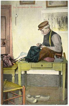 Asten, Kleine Marktstraat - Het naaien van kleding door kleermaker Linden - Auteur: niet vermeld - 1906