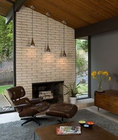 Adorable beautiful Mid Century modern fireplace, especially the light fixtures. The post beautiful Mid Century modern fireplace, especially the light fixtures. Mid Century Modern Living Room, Mid Century Modern Decor, Mid Century House, Mid Century Modern Furniture, Mid Century Design, Renovation Design, Home Renovation, Modern House Design, Modern Interior Design