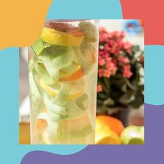 Aqui nos estúdios de gravações do Amo Mãe Coruja, na minha cozinha, não tem desperdício! Semana passada gravamos uma deliciosa receita de Apple Butter e drinks. Com as sobras, cascas e frutas, aproveitei para fazer uma refrescante água saborizada. Receita bem simples que utilizei cascas de maçã, limão siciliano, laranja e água com gás. Ótimo para os dias mais quentes ;) #aguasaborizada #agua #calor #amomaecoruja