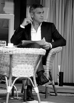 #GeorgeandLily A los que nos gusta el café, querríamos una selfie igual que: George Clooney in tempi non sospetti