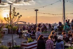 You can see a lot (and drink a lot) at a good rooftop bar. Here are the best ones in Berlin. Rooftop Berlin, Rooftop Bar Bangkok, Best Rooftop Bars, Rooftop Lounge, Rooftop Restaurant, Rooftop Terrace, Soho House Berlin, Berlin Bar, Rome Hotels