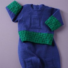 Good pattern for crawling baby! The pull with its rompers are in pure merino wool. Knitted in St st and reverse St st, this baby knitting pattern is for intermediated knitters. Green Wool, Blue Wool, Pull Bebe, Crawling Baby, Crochet For Boys, Garter Stitch, Linnet, Baby Sweaters, Green Fabric