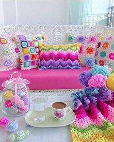 crochet for home Crochet Cushion Cover, Crochet Pillow Pattern, Crochet Cushions, Crochet Motif, Crochet Designs, Crochet Flowers, Knit Crochet, Crochet Patterns, Cute Crochet