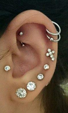 Nur Swarovski Circle Crystal Ohr Piercing Schmuck Ohrring - Rikki Silbert - p i e r c i n g s - Piercing Piercings Helix, Piercing Face, Rook Piercing Jewelry, Ear Peircings, Cute Ear Piercings, Tattoo Und Piercing, Multiple Ear Piercings, Ear Jewelry, Jewelry For Her