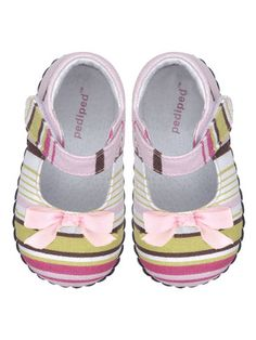 Cute baby clothes and shoes on Gilt.com today. Girls' stuff is so much cuter than boys' stuff!