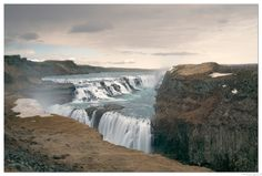 Gullfoss falls - Iceland - Gullfoss is a waterfall located in the canyon of the Hvítá river in southwest Iceland. Gullfoss is one of the most popular tourist attractions in Iceland  |    Gullfoss est une cascade située dans le canyon de la rivière Hvítá dans le sud-est de l'Islande. Gullfoss est l'une des attractions touristiques les plus populaires en Islande