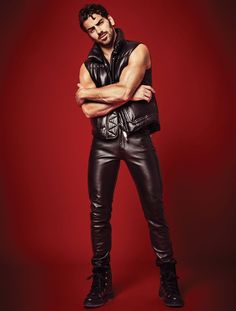 Men's Leather Jackets: How To Choose The One For You. A leather coat is a must for each guy's closet and is likewise an excellent method to express his individual design. Leather jackets never head out of styl Leather Fashion, Leather Men, Mens Fashion, Black Leather, The Cw, Leather Trousers, Leather Jacket, Nyle Dimarco, Hommes Sexy