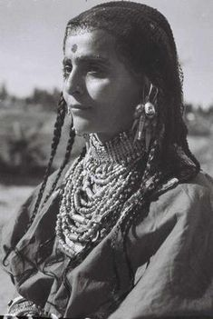 A Habbani Jewish woman from Yemen wearing traditional dress and jewelry. 1946. || Photograph by Zoltan Kluger.  #jjexplores