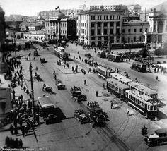 Площадь Свердлова, 1932 год. Справа Большой театр не влез в кадр. Раньше по театральному проезду ходили трамвайчики.