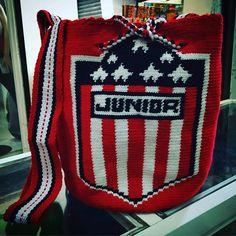 Personalizadas con tu equipo favorito. #Junior #Lider #juniordebarranquilla #juju #barranquilla #fpc #winsport #tiburon #pasionrojiblanca #armenia #quindio #costa #atlantico #laGuajira #wayuu #mochilas #mochilaswayuu #mochilaspersonalizadas #mochila