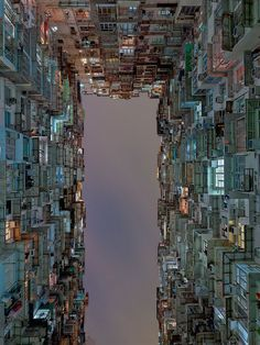 During a travel in Hong Kong, photographer Hans Wilschut has captured low-angle…