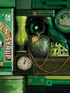 Emerald display. #Emerald #Design #Pantone