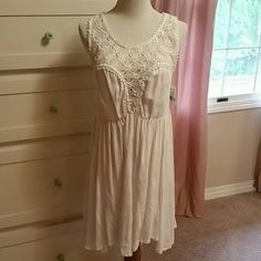 Free People White Dress Beautiful flowy skirt with lacey type front and back Free People Dresses
