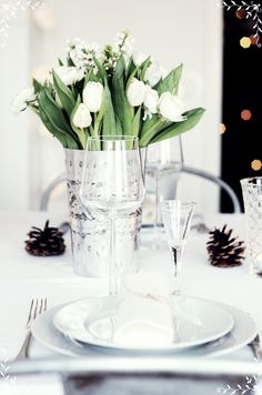 Gorgeous white table idea for New Year's brunch! Love the tulips & pine cones. and interesting combination White Table Settings, Place Settings, White Tulips, White Flowers, Wedding Arrangements, Flower Arrangements, Christmas Decorations, Table Decorations, Partys
