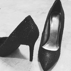 🌺Reduced🌺Black Shimmery Pumps! Worn once to a reunion.Showstopper textural shimmering black  pointed toe pumps! They frame your feet SO nicely!💕 Cushy insole.   Approx 4 inch heels. Like new. Think Christmas party, NYE, club scene...be ready for compliments! FINAL Price Diba Shoes Heels
