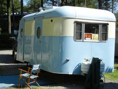 The Shasta Airflyte and our first big vintage camper rally - Nest Vintage Modern Classic Trailers, Retro Caravan, Vintage Campers Trailers, Retro Campers, Vintage Caravans, Camper Trailers, Vintage Rv, Vintage Modern, Shasta Camper